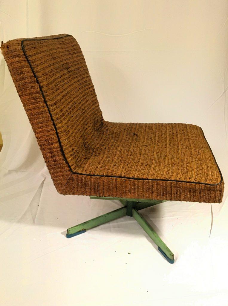 Obrotowy fotel tapicerowany typ 1741-241