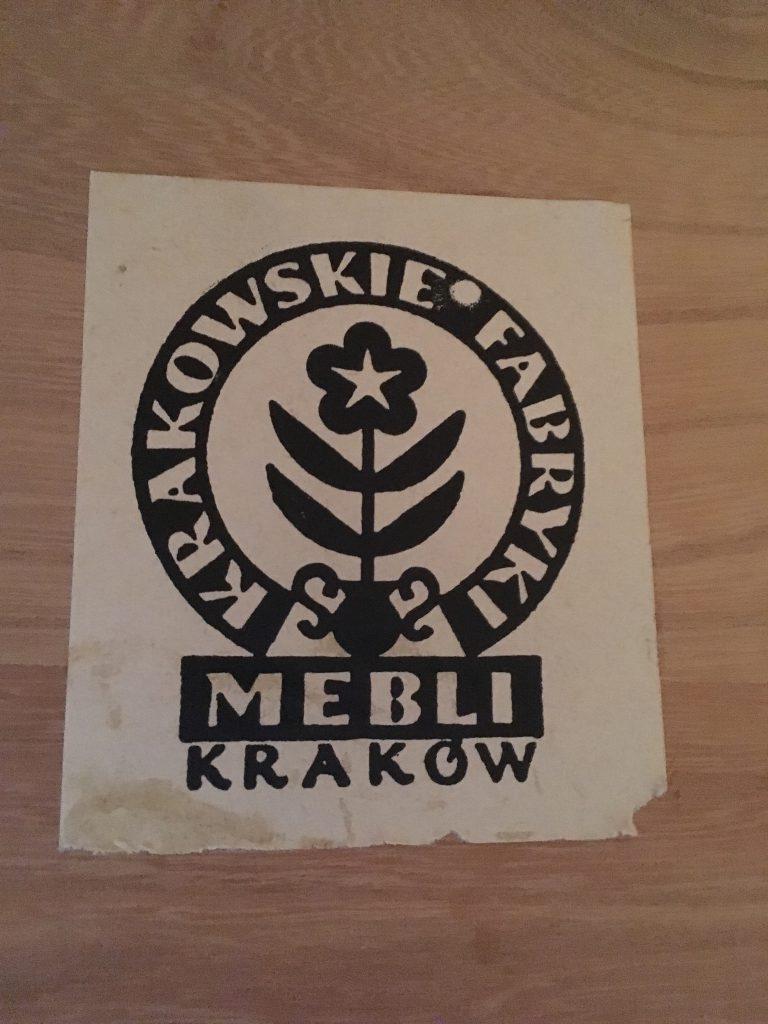Etykieta Krakowskie Fabryki Mebli, Kraków