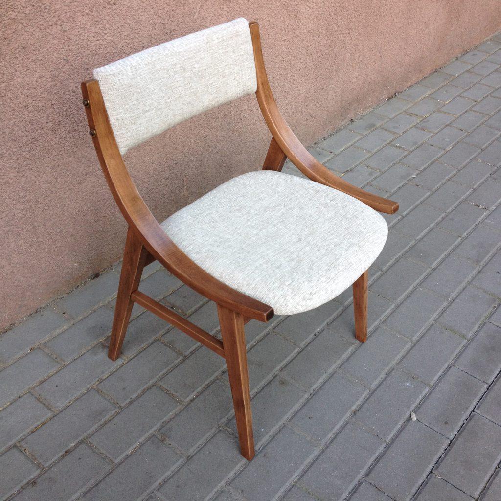 Krzesło tapicerowane GFM-57 typ 200-203 skoczek proj. Juliusz Kędziorek