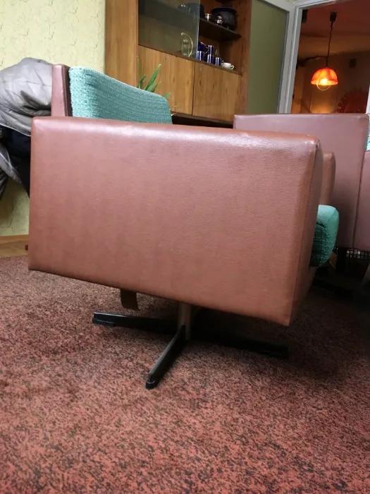 Fotel obrotowy prod. Olsztyńskie Fabryki Mebli