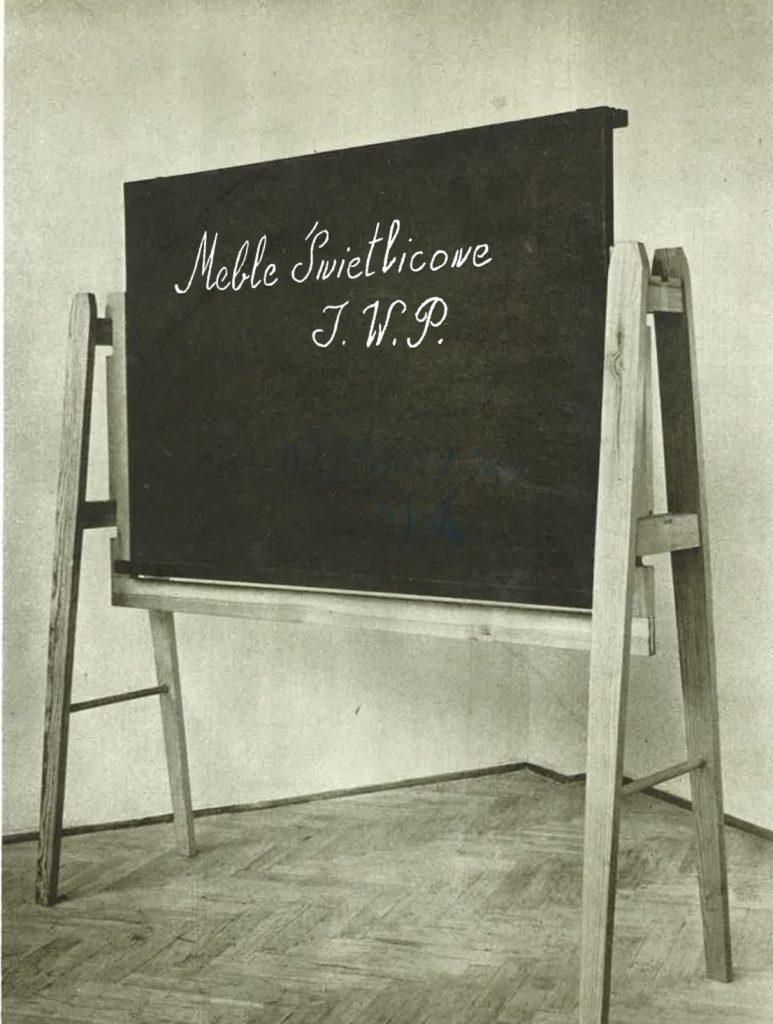 Fotografia z katalogu wzornictwa IWP 1954, na mobilna tablica z zestawu świetlicowego projektu Tadeusza Kasprzyckiego