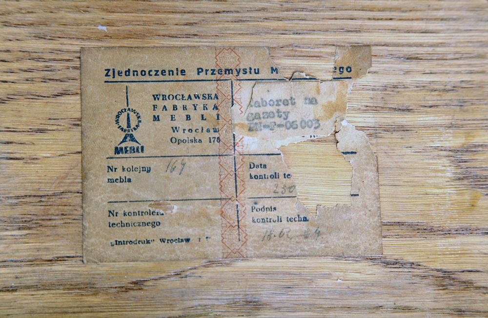 Taboret na gazety i stolik proj. Mieczysław Puchała prod. Wrocławska Fabryka Mebli