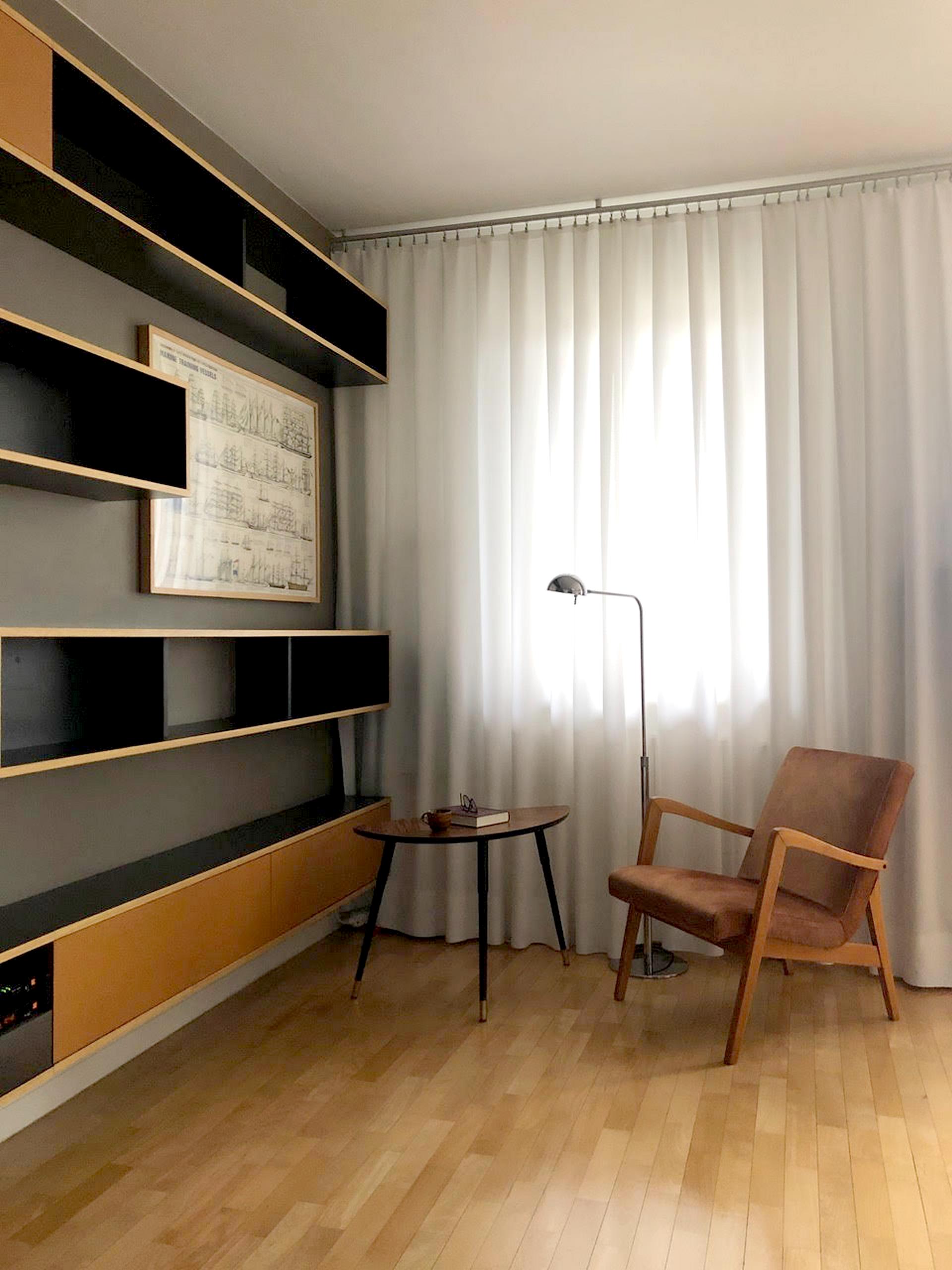 Fotel PRL w mieszkaniu - kawalerce