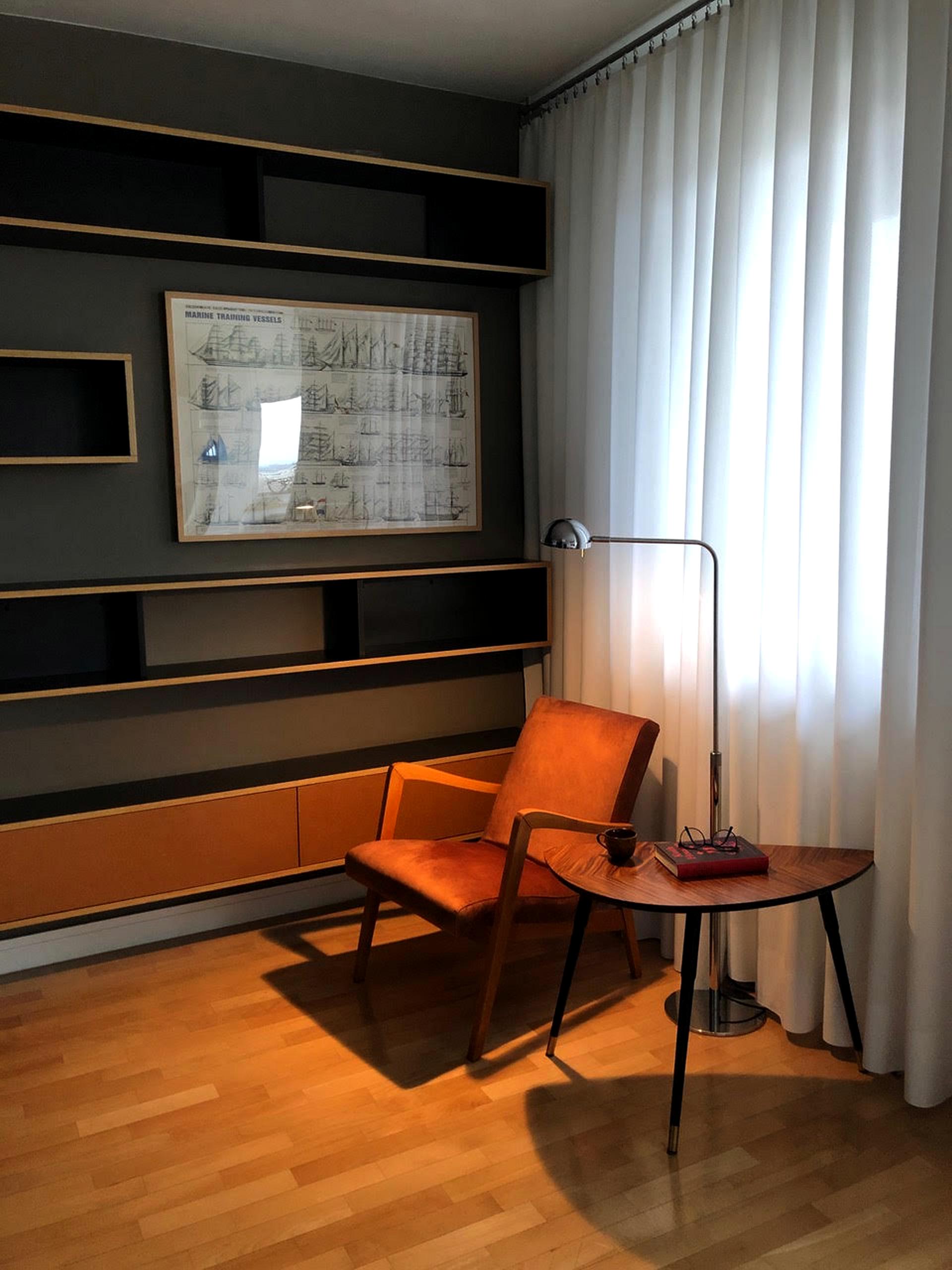 Wnętrze mieszkalne PRL, fotel typ 300-138