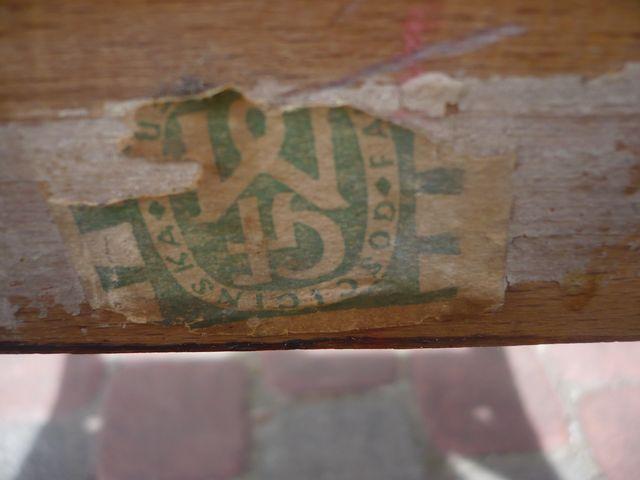 Krzesło typ 243 prod. Gościcińska Fabryka Mebli - etykieta