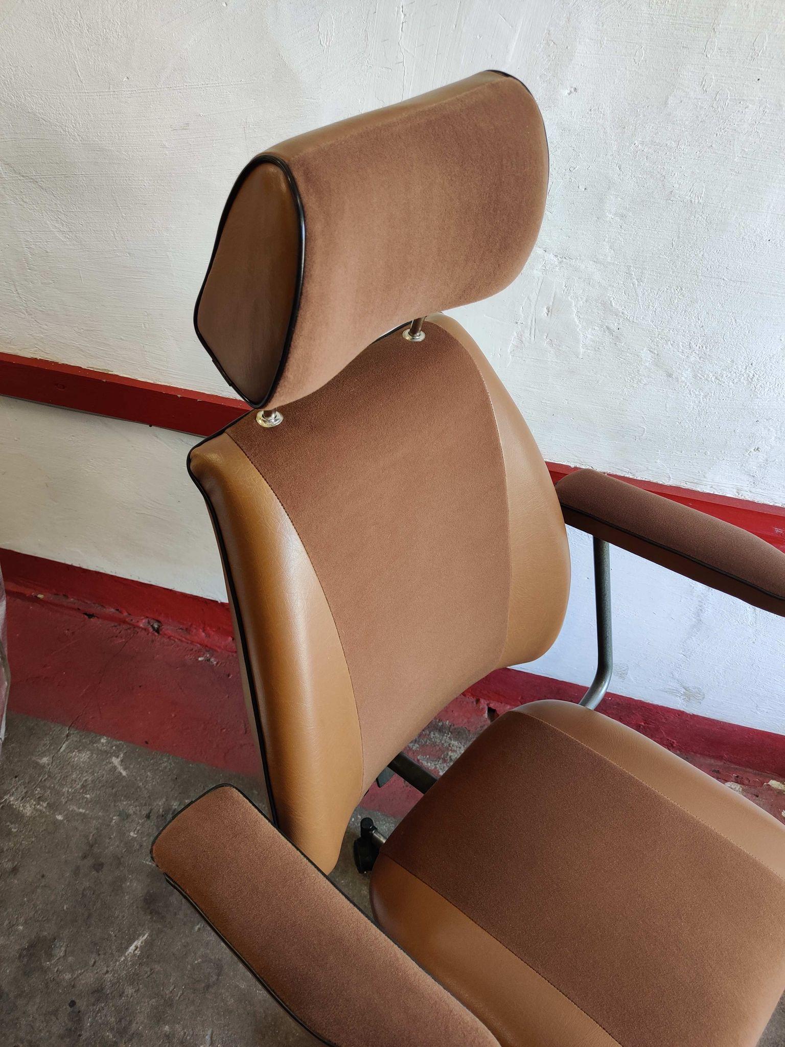 Fotel do gabinetu medycznego prod. Spółdzielnia Inwalidów Metalowiec, 1989